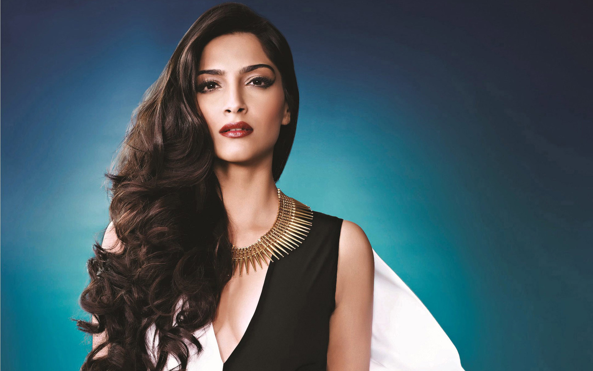 Sonam Kapoor The Disastrous Pseudo Fashion Queen - Tell Me Nothing